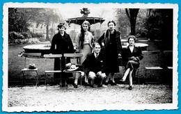 PHOTO Snapshot Photographie 76 LE HAVRE : Groupe Devant Une Fontaine (personnages Nommés) - Lugares