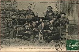 63 - Postée De FAYET - Groupe De Paysans Faisant La Veillée Dans Une étable - Sonstige Gemeinden