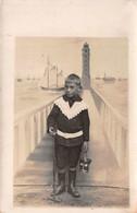 Carte Postale Photo Montage Enfant Jeune Garçon Pont Et Phare Bâteau Voilier Fictif - Photographs