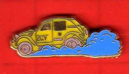 Pin's 2 CV Deux Chevaux  Citroën  ( Jaune Vert ) Zamac  M.C - Citroën