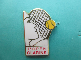 Pins Arthus Bertrand , 1° Open CLARINS, Tennis, ( Bercy ??? ) , Cosmétiques, Parfum, Produits De Beauté - Arthus Bertrand
