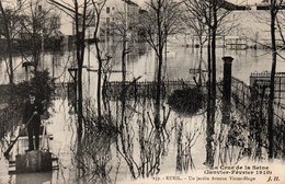 Carte Postale Ancienne - Non Circulé - Dép. 92 - RUEIL - Crue De La SEINE 1910 - Jardin Avenue VICTOR HUGO - Rueil Malmaison