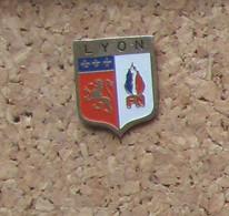 Pin's Politique FN Lyon - Ohne Zuordnung