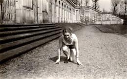 Photo Originale, Athlète Féminine Et Sportive De Course à Pied Sur Les Starting Block Sous Le III Reich 1930/40 - Pin-Ups