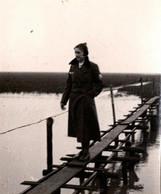 Photo Originale Guerre 1939/45 Nordlan Von G. K. Koy, Jungmädelbund & Femme En Uniforme Au Service Du III Reich - Krieg, Militär