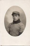 V10Mé  Carte Photo Militaire Soldat Uniforme à Identifier écusson - Uniformen