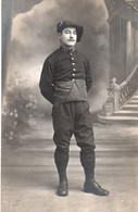 V10Mé  Carte Photo Militaire Soldat Chasseur Du 157 Eme Regiment Ph. Mounier Gap Et Digne - Uniformen