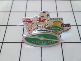 SP07 Pin's Pins / Rare Et De Belle Qualité !!! THEME SPORTS / FOOTBALL MATCH VALENCIENNES NANTES 5 12 92 - Voetbal