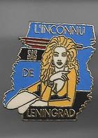 """PIN'S """"PIN UP  """" L'INCONNU DE LENINGRAND"""" - Pin-ups"""