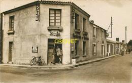 85 Brétignolles, La Grande Rue Et L'Hotel Des Touristes, Animation à La Porte, Belle Carte Pas Courante - Bretignolles Sur Mer