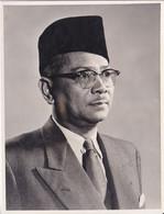 Photographie Malaisie Ministre De La Fédération De Malaisie Prince TunkuAbdul Rahman Putra  Juillet 1955  Ref 20/1225 - Personalità