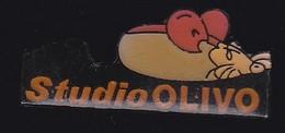 67733-Pin's.Studio Olivo. Photo.souris. - Photography