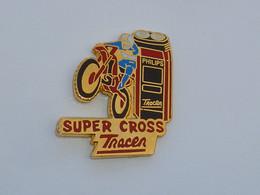 Pin's MOTO SUPERCROSS TRACER, RASOIR PHILIPS, Signe A.B. - Motorfietsen