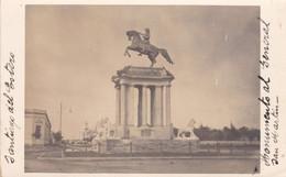 ARGENTINA - FOTOGRAFIA - CARTOLINA -  SANTIAGO DEL ESTERO - MONUMENTO AL GENERAL SAN MARTIN - Argentina
