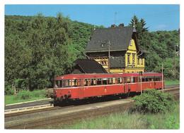 DB - Diesel-Schienenbus VT 789 597 Mit Steuewagen 998 725 Am 9.6.1986 Im Bahnhof Hohenstein - Treinen