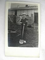 CARTE PHOTO - Portrait D'homme à La Pelle En Sabots - Fotografía