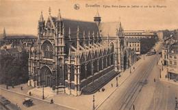 BRUXELLES - Eglise Notre-Dame Du Sablon Et Rue De La Régence - Monumenti, Edifici
