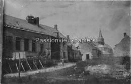 CARTE PHOTO ALLEMANDE  ETOUVELLES 1918 RUE DE L'ECOLE   SOLDATS ALLEMANDS - Other Municipalities