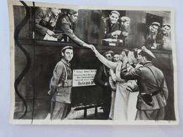 WW2 Volontaires Espagnols Félicités Dans Une Gare De France  ( Ph001) - War, Military