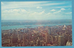 NEW YORK CITY New York Skyline Looking Towards The New Jersey Shore The Queen Elizabeth Can Be Seen In The Hudson River - Dampfer