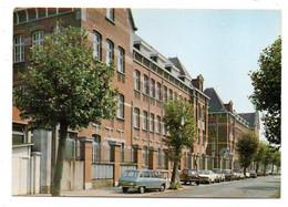 SAINT AMAND LES EAUX-- Le Collège ( Voitures Dont Renault Et Citroen 2CV ) ..à Saisir - Saint Amand Les Eaux