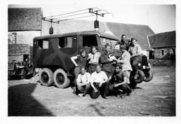 MILITARIA -  PHOTO -  Camion De Transmission Et Camion Citroen Sur Le Coté. - Oorlog, Militair