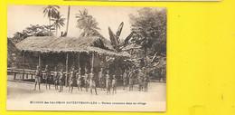Maison Commune Dans Un Village Papouasie Nouvelle Guinée - Papua Nuova Guinea