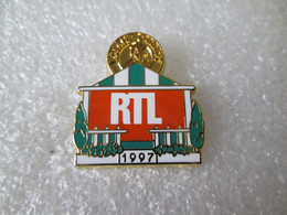 PIN'S    ROLAND GARROS  97   RTL   ARTHUS BERTRAND - Tennis