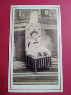 Photo CDV Enfant Second Empire - Fillette Assise Dans Fauteuil - Circa 1870 - Photo Miranda à COGNAC - BE - Oud (voor 1900)
