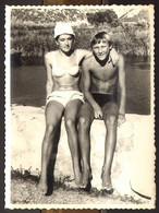 Boy Guy And Bikini Woman Girl On Beach Old Photo 9x12 Cm #29458 - Anonyme Personen