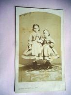 PHOTO CDV 19 EME ENFANT DEUX SOEURS ROBE  MODE Cabinet THOURET A  PARIS - Oud (voor 1900)