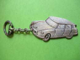 Porte-clé Ancien Métallique/ Automobile/ CITROEN/ DS 19/AMBERT/ Puy De Dôme/ Viallard/ Années 50          POC436 - Key-rings