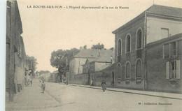 LA ROCHE SUR YON - L'hôpital Départemental Et La Rue De Nantes. - La Roche Sur Yon