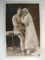 CARTE PHOTO - Portrait D'un Couple Femme Et Militaire - Photographs
