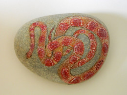 Original Painting Of A Corn Snake Hand Painted On A Beach Stone Paperweight Decoration - Fermacarte