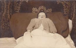 Fotocartolina Tematica Bambini - Anonymous Persons