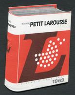 CALENDRIER PETIT LAROUSSE 1969 - CACHET LIBRAIRIE - JOURNAUX - BAZAR - GASTON AYGLON TULETTE - Petit Format : 1961-70