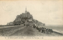 CPA Le Mont Saint Michel-L'arrivée D'un Pèlerinage    L3 - Le Mont Saint Michel