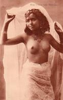 V10Ve   Algérie Jeune Fille Jolie Danseuse Seins Nus Nude En TBE - Mujeres