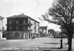 """9730""""CRESCENTINO-PIAZZA GARIBALDI E VIA PO""""FIAT TOPOLINO-DISTRIBUTORE AGIP-VESPASIANO-VERA FOTO-CARTOLINA SPEDITA1968 - Vercelli"""