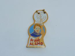 Pin's CHANTEUR FRANCK ALAMO - Music