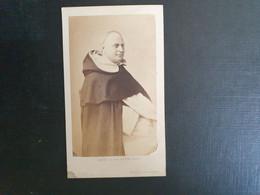 Belle Ancienne Cdv Vers 1880.portrait D Un Prêtre.  Photographe MAYER & PERSON PARIS - Alte (vor 1900)