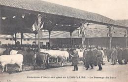 Concours D'Animaux Gras De LYON-VAISE - Le Passage Du Jury (638)_cp235 - Other