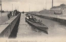 """OUISTREHAM : Sous-marin Entrant Dans Le Port. """"le Pluviose"""". - Submarines"""