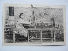 CPA CHINE - MISSION DU TCHE LI SUD EST : Le Tissage à L'orphelinat - China