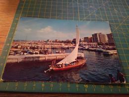 74522  Riccione  Vecchia Cartolina Con Barca A Vela - Rimini