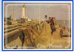 26602   CPM  SAINT VALERY SUR SOMME / LE HOURDEL ; Pêcheur Réparant Son Chalut Sur Le Port Du Hourdel !! - Saint Valery Sur Somme