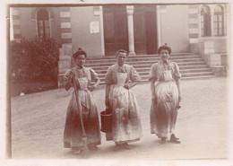Photographie Anonyme Vintage Snapshot Femme Servante Ménage Bonne Domestique - Professions