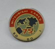 VP18 Pin's Automobile Voiture Mitsubishi Cares  75 Mappe Monde Achat Immédiat - Mitsubishi