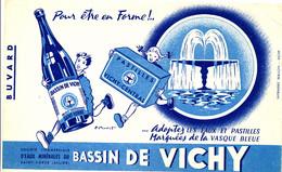 BU 1984 /   BUVARD-     EAU MINERALES  BASSIN DE VICHY    (21,00 Cm X 13,50 Cm) - Softdrinks